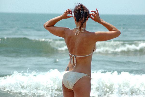 Kako kupaćim kostimom istaknuti atribute, a prekriti mane