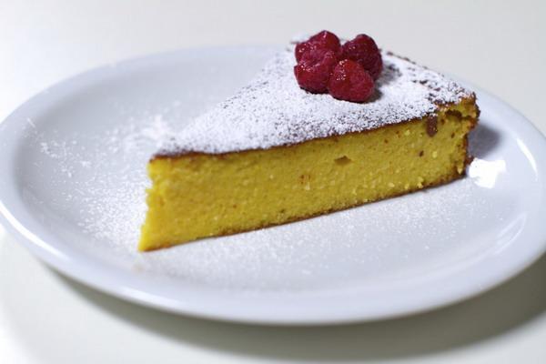 Bezglutenska torta od naranče i badema
