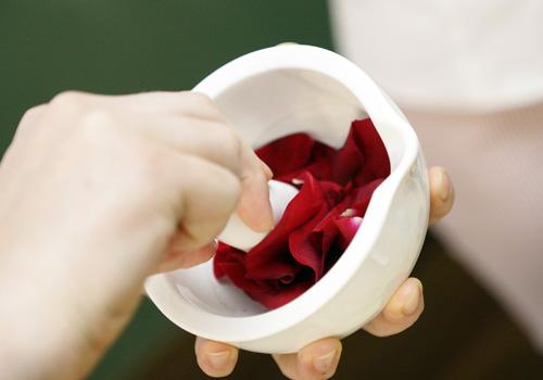 Buket ruža u svakoj tubici Dr. Hauschka ružine kreme