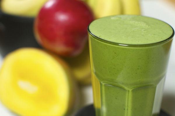Zeleni proteinski smoothie s konopljom