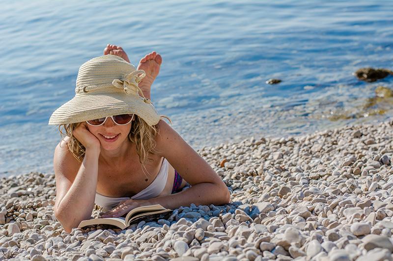 Naturalin književni klub: Štivo za plažu i ljetnu uživanciju