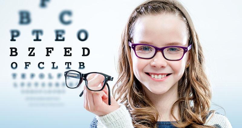 Pregledi vida kod djece: Kada napraviti prvi pregled vida, kako pripremiti dijete za pregled, kako odabrati naočale?