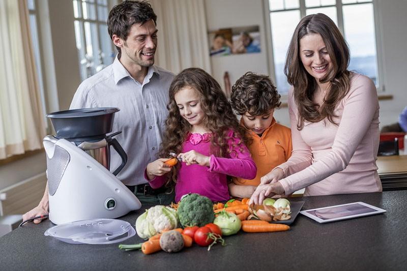 Thermomix: Malo kuhinjsko čudo koje kuha, sjecka, važe i mijesi