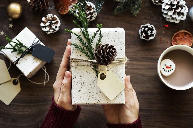 Blagdanska čarolija darivanja uz Olival poklon setove