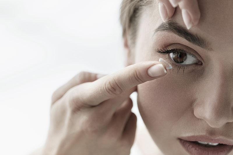 Mali vodič za nošenje kontaktnih leća
