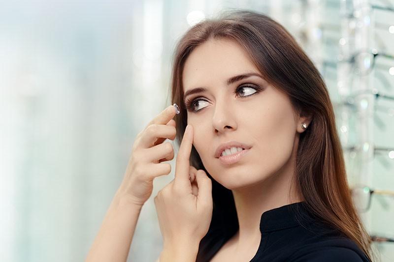 Kako pravilno staviti i održavati kontaktne leće?