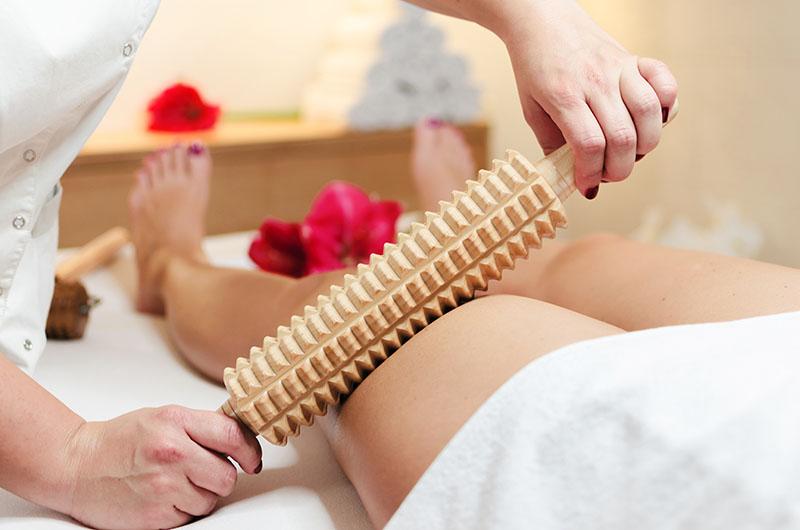 Maderoterapija: Pripremite se na konačan obračun s celulitom uz hit masažu drvenim valjcima
