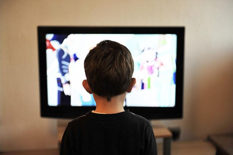 Stručnjaci upozoravaju: Ograničite djeci vrijeme provedeno pred ekranima
