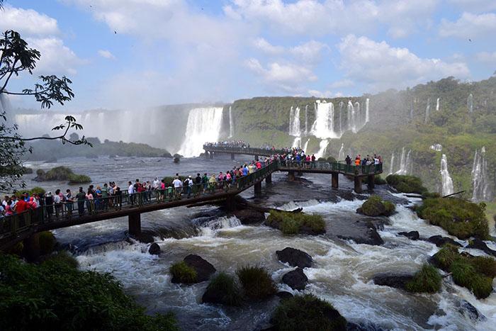 Plavuša u Brazilu: Foz do Iguaçu - grad ispod duge