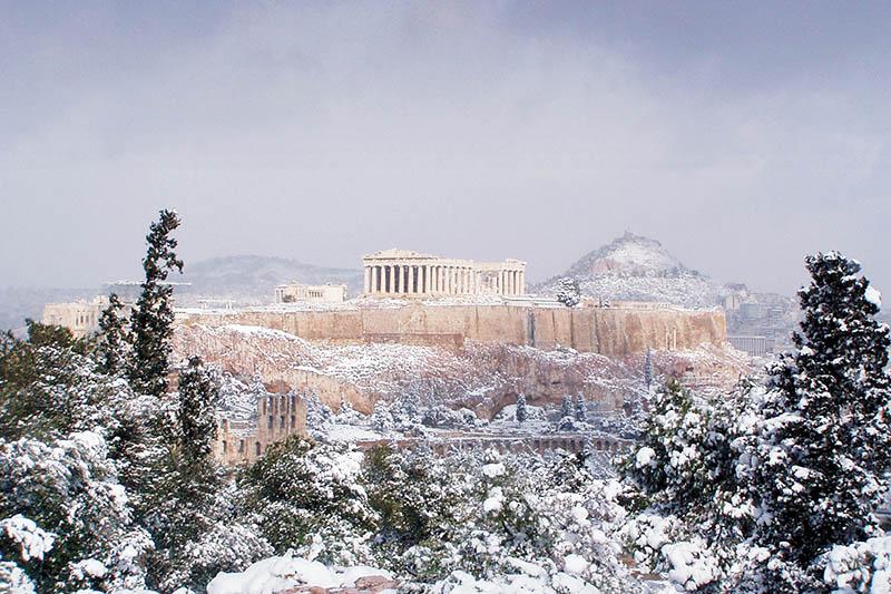 Snijeg u Ateni: Poznata mediteranska destinacija pretvorila se u nesvakidašnju zimsku bajku