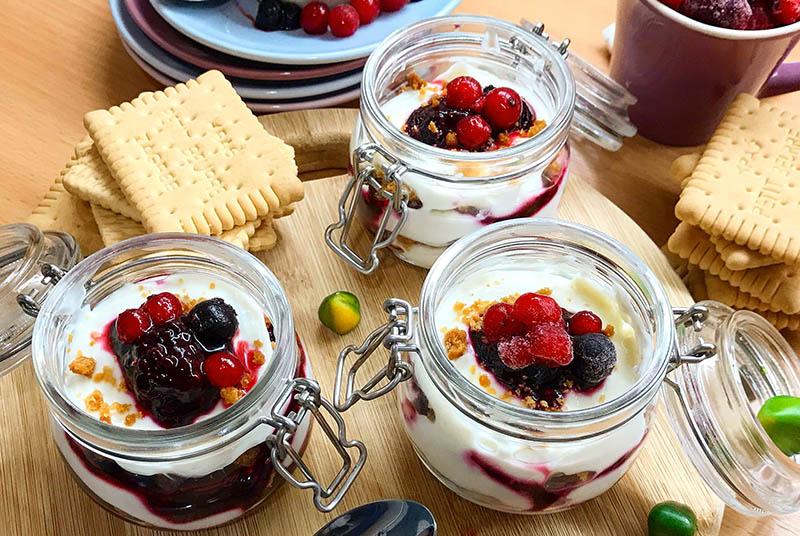 Cheesecake u čaši sa šumskim voćem – brz, jednostavan i prefin desert