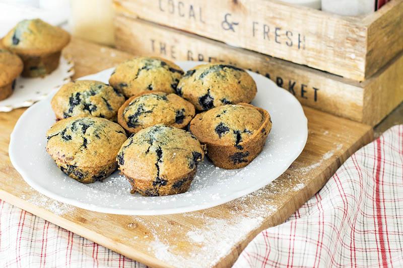 Zasladi dan uz veganske muffine od banane i borovnica