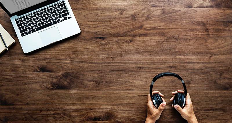 Slušanje glazbe na poslu može biti dobro za produktivnost (no, postoji 'ali')