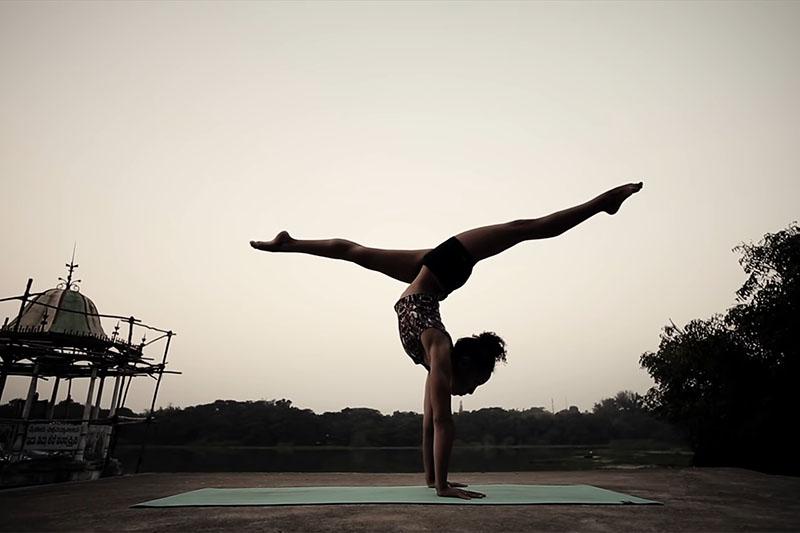 VIDEO: Je li ova žena od gume? Ne, to je samo joga!