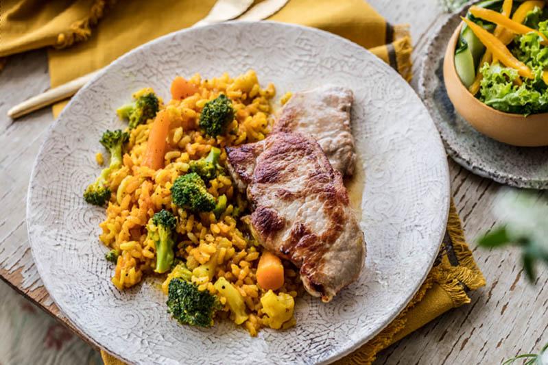Brzo i jednostavno: aromatičan rižoto s kurkumom i povrćem