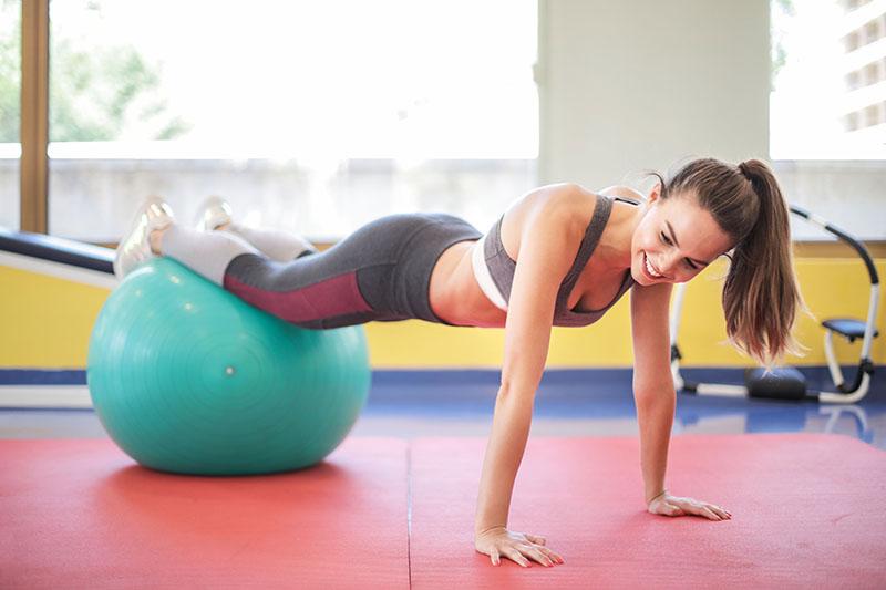 VIDEO: Poboljšaj ravnotežu i stabilnost uz vježbe s pilates loptom
