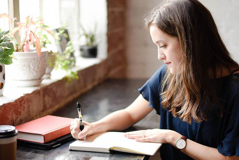 Ova jednostavna praksa pisanja traži samo 2 minute, a potiče sreću, kaže znanost