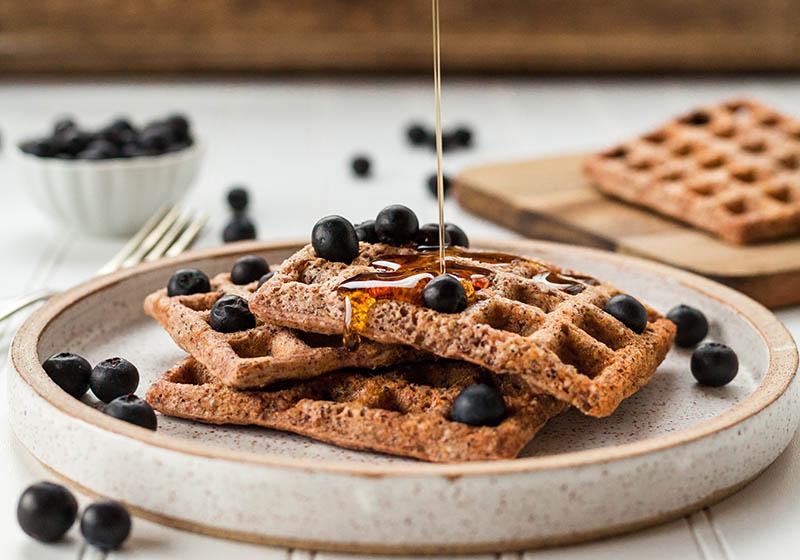 Vafli od lješnjaka s borovnicama brzo će postati tvoj novi omiljeni doručak