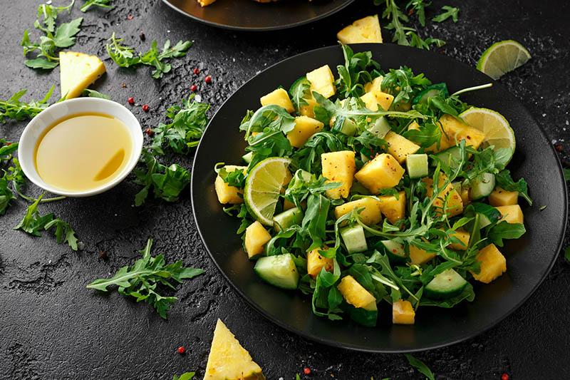 Lagana salata od ananasa i krastavca idealan je ljetni prilog