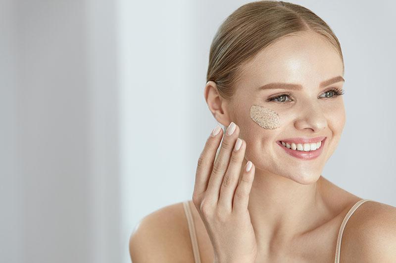 Mali vodič za čišćenje lica: trebaš li odabrati mlijeko, pjenu ili micelarnu vodu?