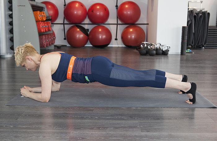 Trenerica Klara Benko demonstrira 5 vježbi za tijelo iz snova