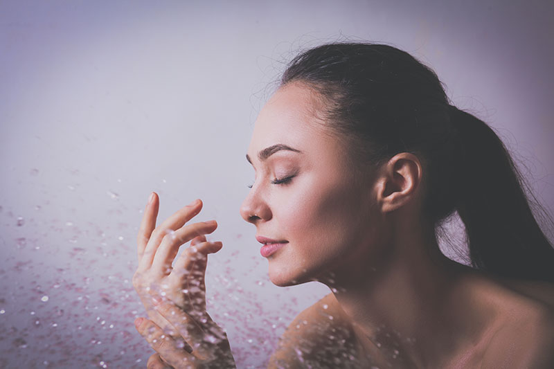 Rashladi kožu nježnim kapima hidrolata paprene metvice