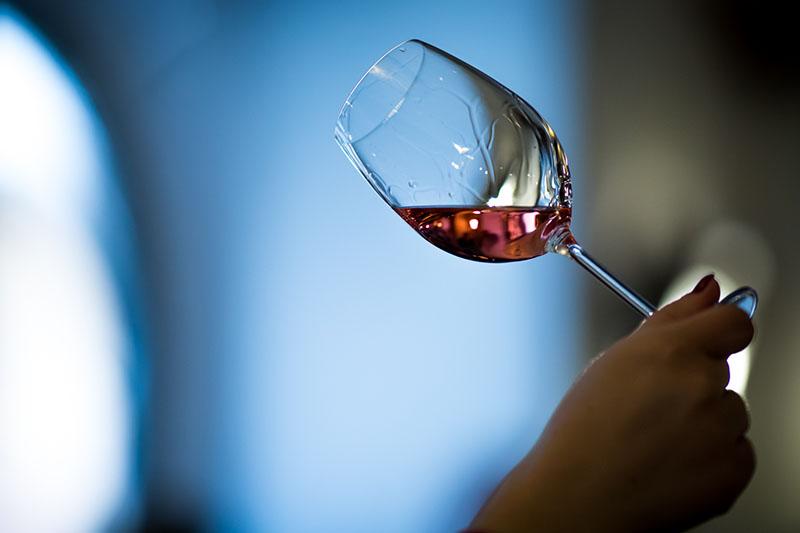 Kako rashladiti vino u svega par minuta?